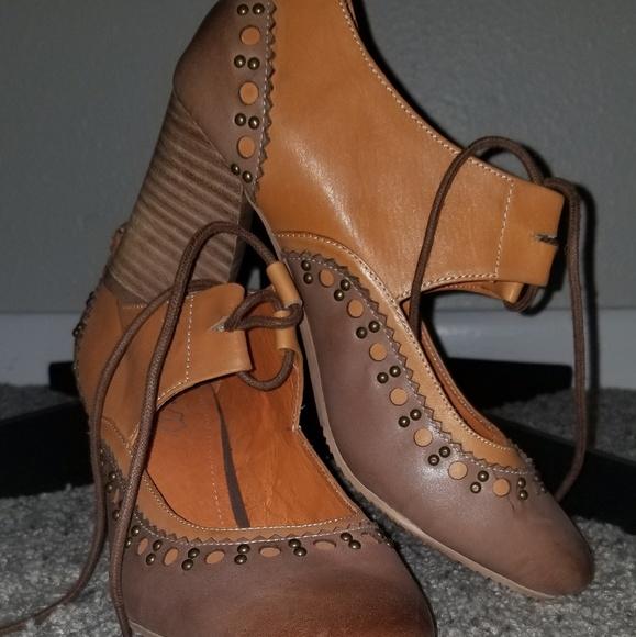 12627e625727 NEW Encore Oxford-type heels